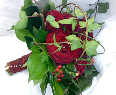 red-rose-bouquet-with-ivy