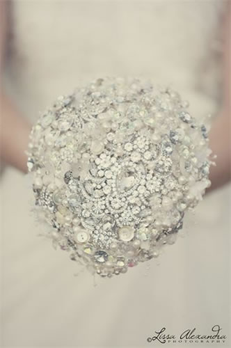 crystal-brooch-bouquet