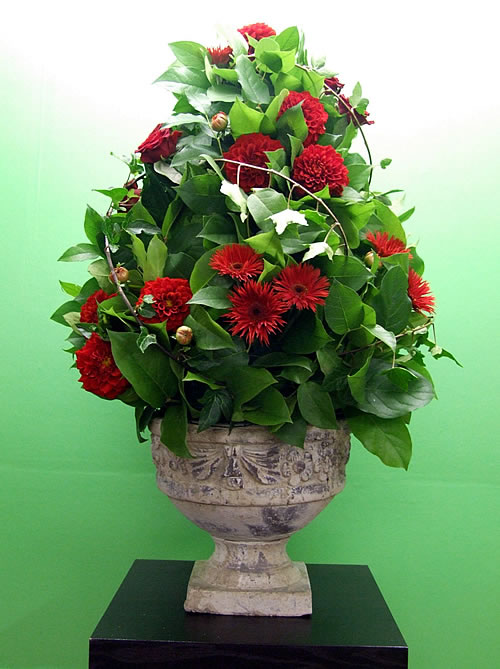 dahlia-wedding-arrangement