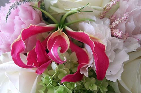 gloriosa-peony-rose-bouquet