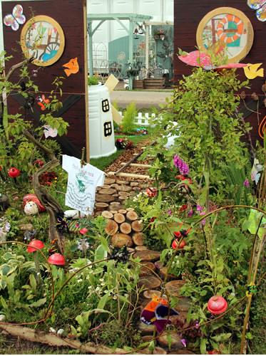 tales-of-the-riverbank-by-whirley-primary-school--tatton-flower-show